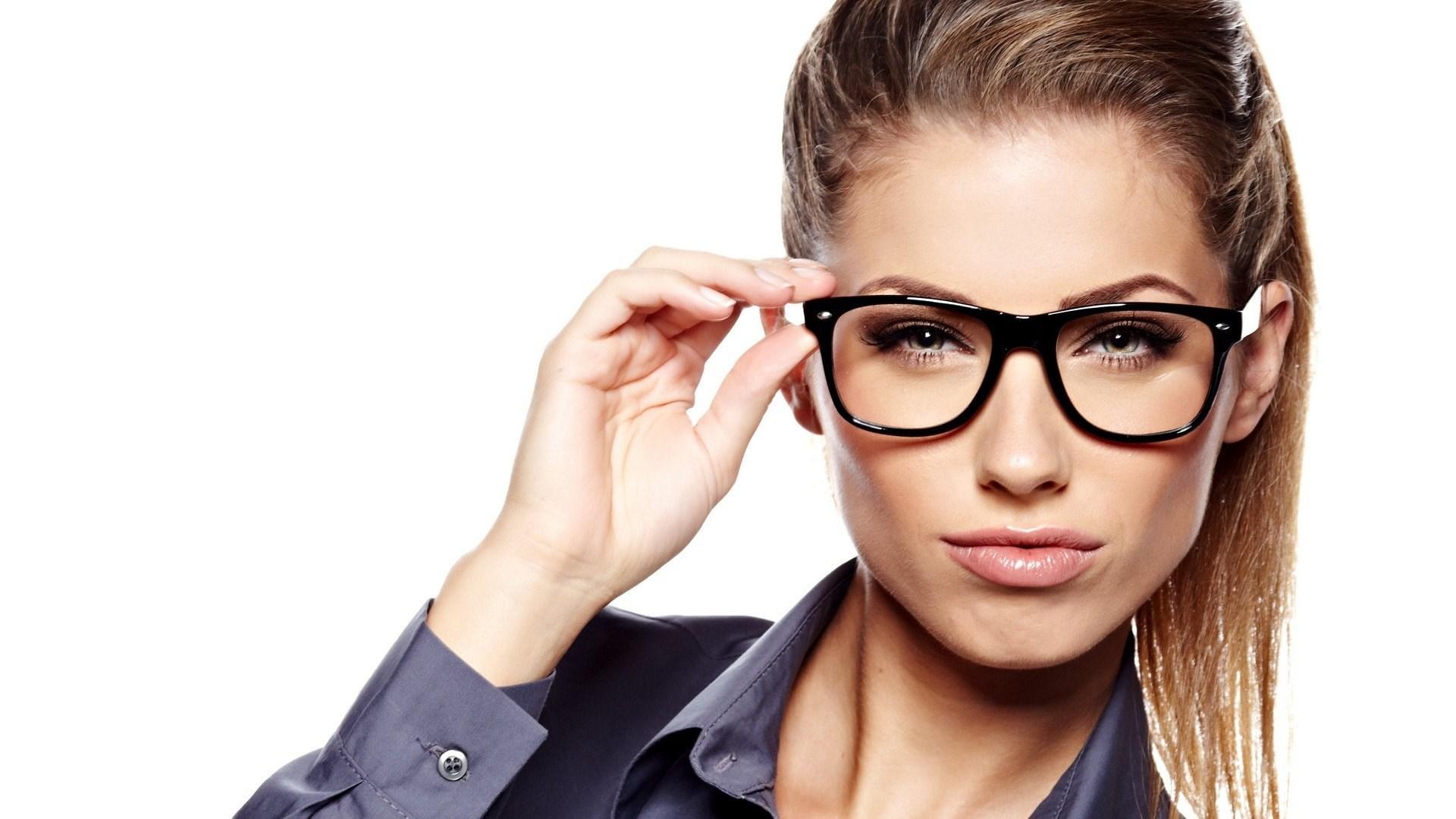 Женщина в очках 8 фотография