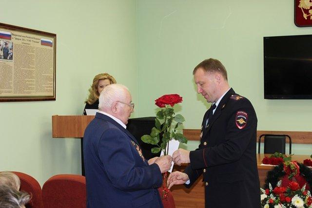 Поздравление ветеранов в УМВД